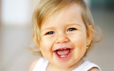 A mi bebé le están saliendo los dientes ¿cómo puedo aliviar sus molestias?